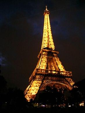 250-eiffel-tower-at-night_jpg1