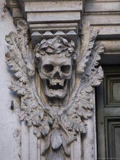 grave wreath skull