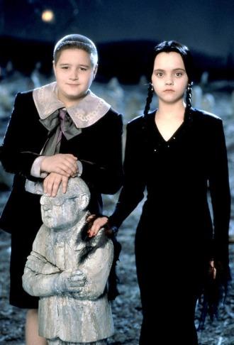 Addams Family in verrueckter Tradition, Die / Addams Family Values USA 1993 Regie: Barry Sonnenfeld Darsteller: Jimmy Workman, Christina Ricci Rollen: Pugsley Addams, Wednesday Addams